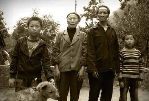 中国农村留守儿童,留守儿童,留守儿童调查,留守儿童问题,留守儿童教育,河南光山惨案,河南光山被砍学生,河南光栅学生被砍,河南22学生被砍,校园凶杀案,美国校园枪杀案