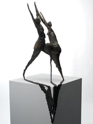 ...一听她对张峰雕塑艺术的看法,大家热烈欢迎.,这一点很有趣.