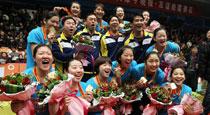 天津女排集体激情庆祝夺冠