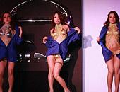 日本动漫车展 女车模脱衣舞引轰动