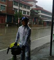 雨中骑车感觉爽