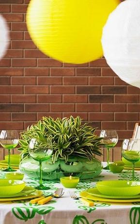 黄绿餐具为餐厅注入生机