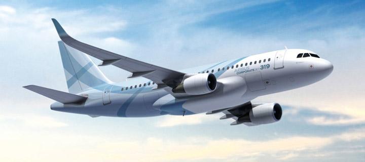 这一届海天盛筵上,尽管庞巴迪和巴西航空的多架世界顶级公务机纷纷到场助阵,但风头却输给了更拉风更实惠的三架小型运动飞机。即便是及时赶到的国内最大公务机金鹿航空的一架空客ACJ也未能获得更多的赞叹和追捧。这些小飞机来自德国轻型飞机有限公司,该公司代理多个固定翼飞机和旋翼机品牌,其中包含一架号称全球速度最快的下单翼飞机Breezer。售价只有150万-300万不等,堪称物美价廉。为此我们特地请到了该公司的飞行达人,给我们现场讲解了这三位抢镜高手的不俗实力。当然,停放在三亚凤凰机场的这4驾顶级公务机的身世你也应当
