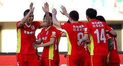 埃尼奥角球破门引发争议 亚泰2-0领先宏运