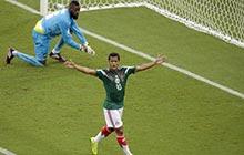 多斯桑托斯高光时刻 2度进球被吹无效