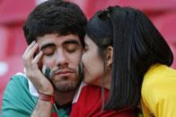 21日表情:美女献吻