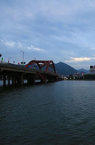 朝阳大凌河风景