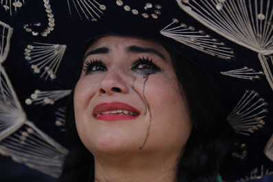 墨西哥女球迷哭花了妆