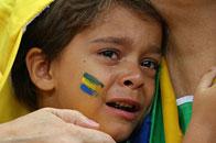 13日表情:小球迷痛哭