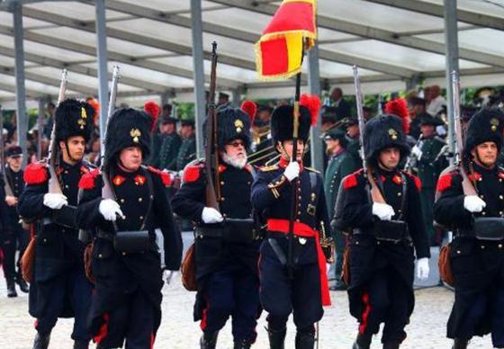 比利时国庆阅兵纪念一战百年