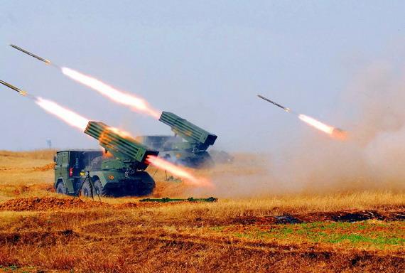 资料图:图为中俄参演部队开展陆空协同作战实施火力突击。
