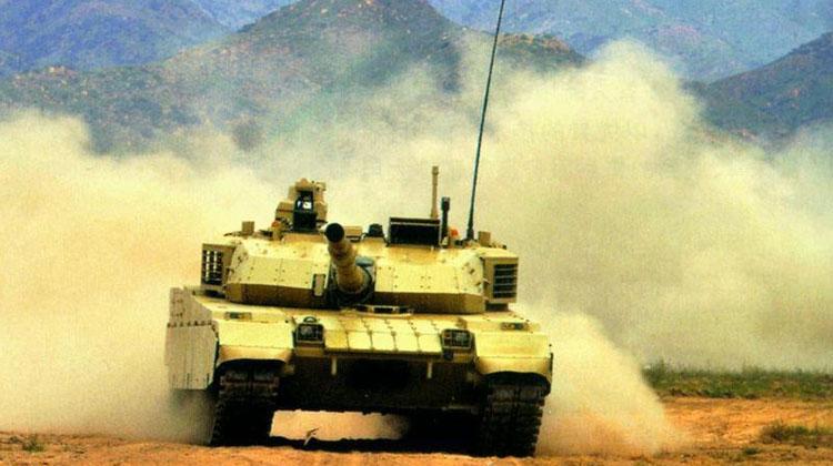 """近日,我国专供外销的VT-4主战坦克最新视频照片再次在网上公开。8月22日,中国兵器工业集团公司曾在包头特别举办""""装甲日""""活动。"""