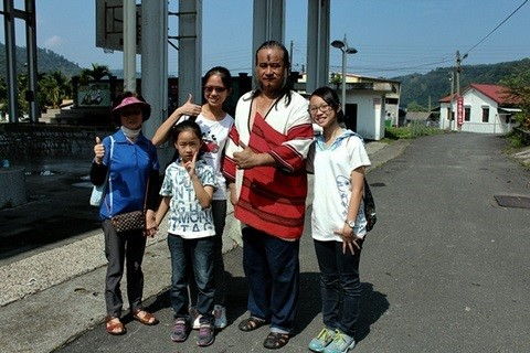 化等,并与其它各民族朋友共迎2015春节,共汇中华56个民族全家福
