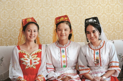 56个民族全家福共迎2015春节:塔塔尔族篇