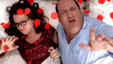 纽约独立歌手Ingrid转型新作 妖娆胖大叔热舞加盟