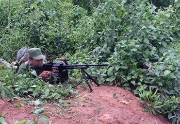 果敢军与政府军交战画面曝光 出动重机和狙击手