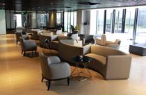 装修典雅的酒吧带有麻将室和露天阳台