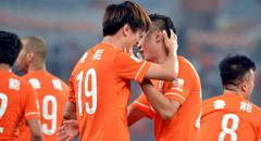 杨旭两球莫雷诺伤退 鲁能2-0申花获3连胜
