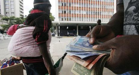 九种货币共存的津巴布韦市场