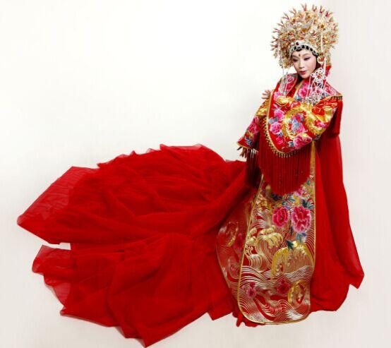 著名青年艺术家李玉刚的古装扮相被指有沉鱼落雁倾国倾城之美
