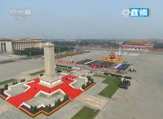 党和国家领导人习近平、李克强、张德江、俞正声、刘云山、王岐山、张高丽等,同首都各界代表一起出席仪式。