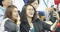 惠若琪观战大师赛 兴奋自拍