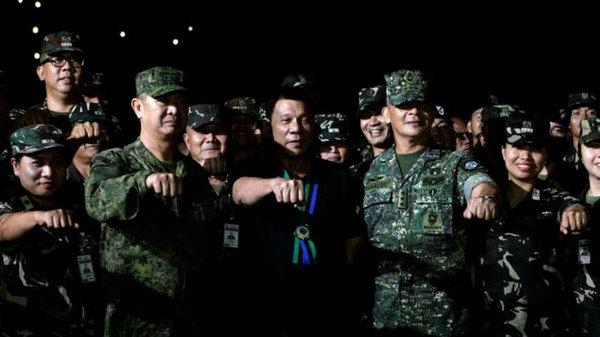 菲总统证实菲军将收中国武器:中方在催我