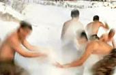 战士零下20度赤膊雪浴