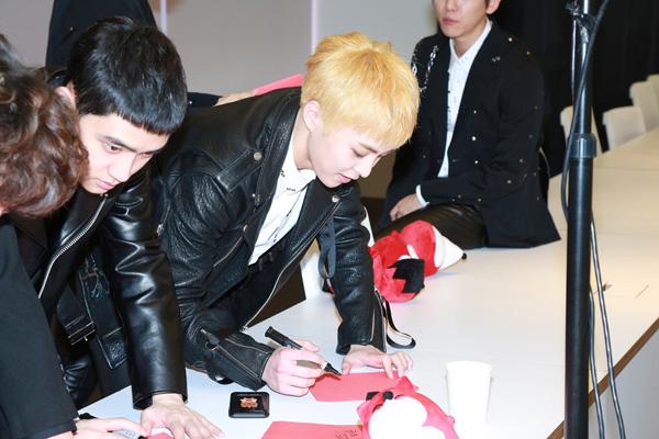 专访EXO:春节后筹备新专辑 世勋自拍引成员爆笑