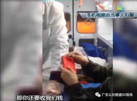 在家属提供给DV现场的一段手机拍摄的视频中,清楚记录了救护车调度人员向病人家属索取红包的情形,并给出的要红包的理由:我们也想让他赶快好起来。