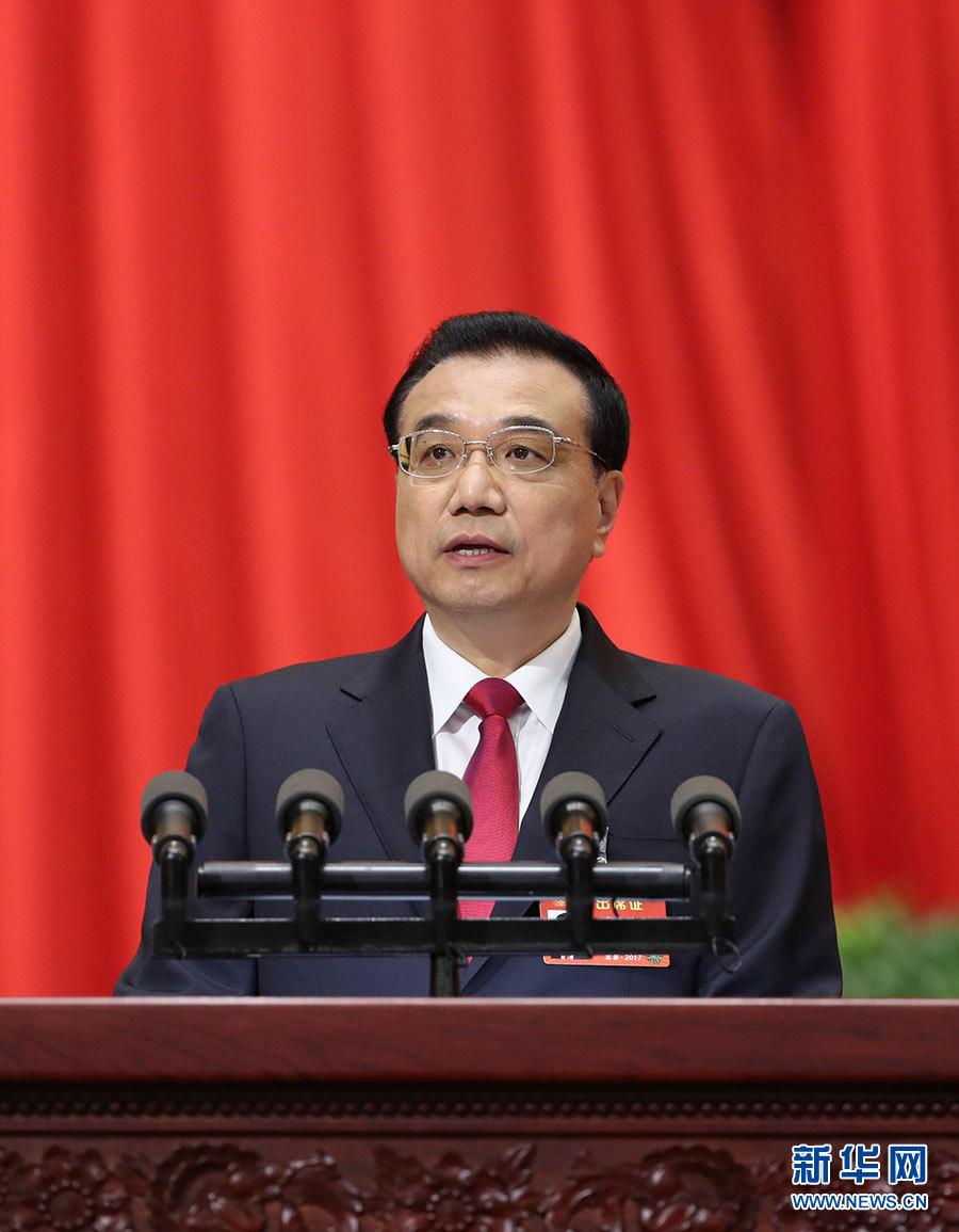 3月5日,李克强总理代表国务院在十二届全国人大五次会议上作《政府工作报告》。 新华社记者 庞兴雷