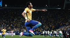 世预赛-巴西3-0 内马尔腾空怒吼