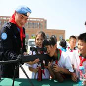 """小学生进警营:当""""维和警察"""" 播下和平的种子"""