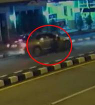 妻子撞见丈夫与小三 反遭开车拖行