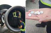机场乘客扔硬币进发动机