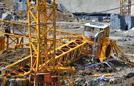广州塔吊倾斜倒塌致7死