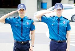 昌珉始源义警退役 数千粉丝到场迎接人气高