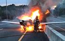 飞机迫降高速瞬间成火球