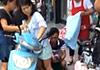 萧山一孕妇骑车当街停下站着生娃