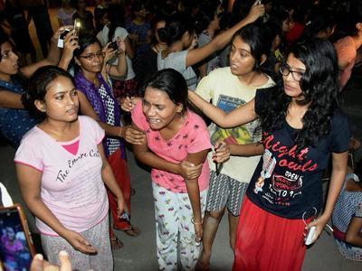 印度一大学性骚扰事件引发暴力冲突 学生绝食抗议