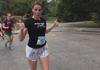 美国女子穿高跟鞋跑马拉松
