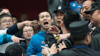 CBA-辽宁客胜四川 双方球迷看台发生冲突