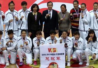 北京首钢女篮获颁总冠军戒指 许利民领奖