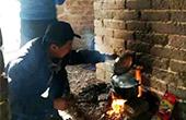 驴友长城内做饭熏黑墙体
