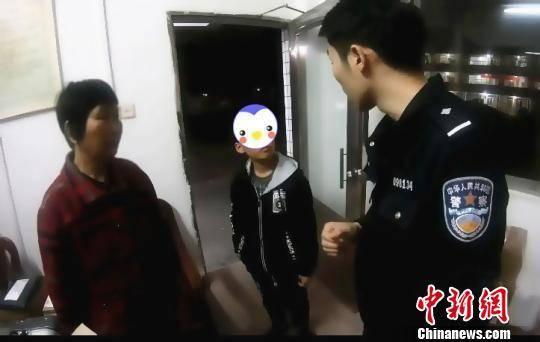广州铁路警方帮助被拘留违法者的孩子入学