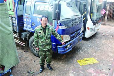 辽宁一司机被罚款扣27分:货车挂假拖拉机牌,还是辆查封车