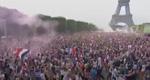 法国民众集体疯狂庆祝