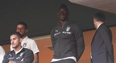 欧国联-意大利0-1 巴神看台上一脸严峻