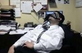 吉林政务大厅内员工睡觉玩手机打羽毛球